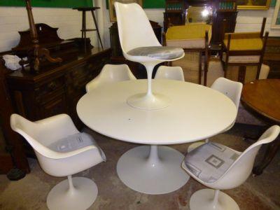 'SAARINEN' TULIP TABLE AND SIX CHAIRS